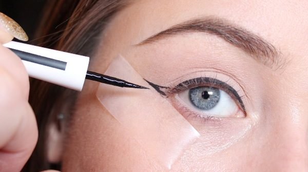 5 Easy Eyeliner Tricks Every Girl Should Know