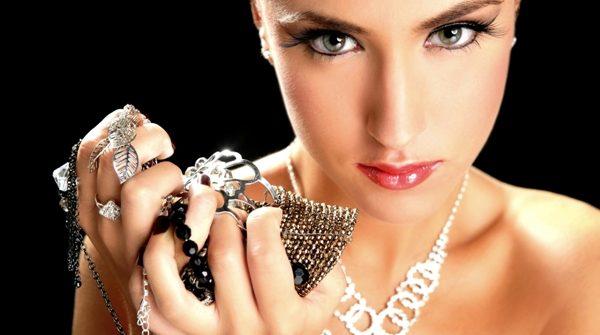 Why Do Girls/Women Love Silver Jewellery?